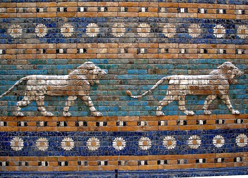 800px-Berlín_-_Pergamon_-_Porta_d'Ishtar_-_Lleonss